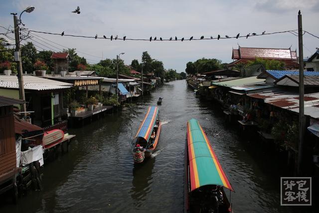 曼谷市郊尋找河岸老靈魂:藝術家之屋『Baan Silapin Artist's House』,一個融合木偶劇場與咖啡香的百年河岸風情