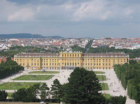 名稱:  Palacio_de_schönbrunn_01.jpg<br /> 檢視次數: 134<br /> 檔案大小:  47.3 KB