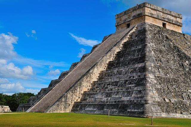 混血的馬雅遺跡:世界七大奇觀之奇琴伊察