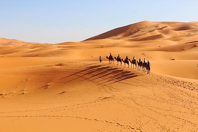 這一生請你一定要去一次撒哈拉沙漠。